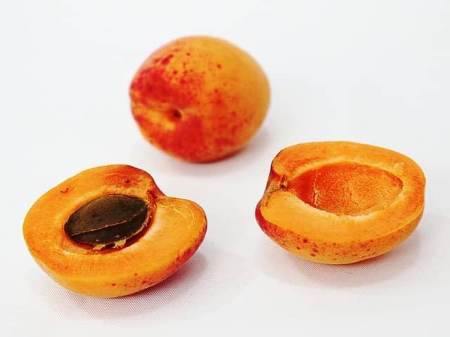 Абрикосовые косточки польза и вред фото 1